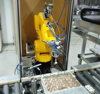 六轴焊接机器人实现电子元器件装配产线锡焊、焊点清洁、吹气