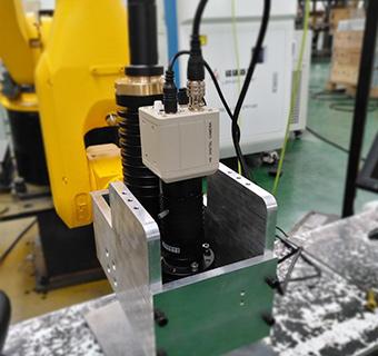 六轴机器人通信元器件激光焊接