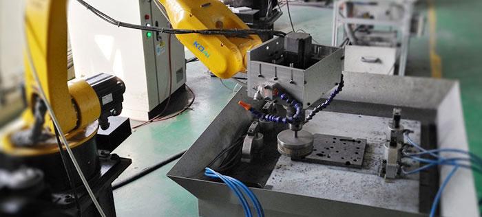 六轴机器人实现滤波器盖板打磨自动化