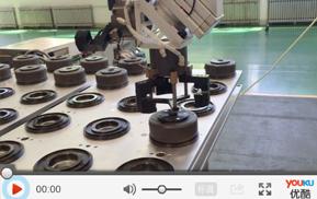 数控车床机械手视频案例_电器配件加工